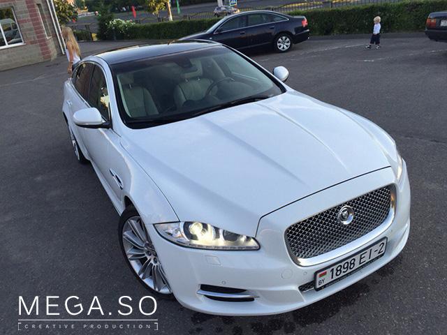 Белый Jaguar XJ